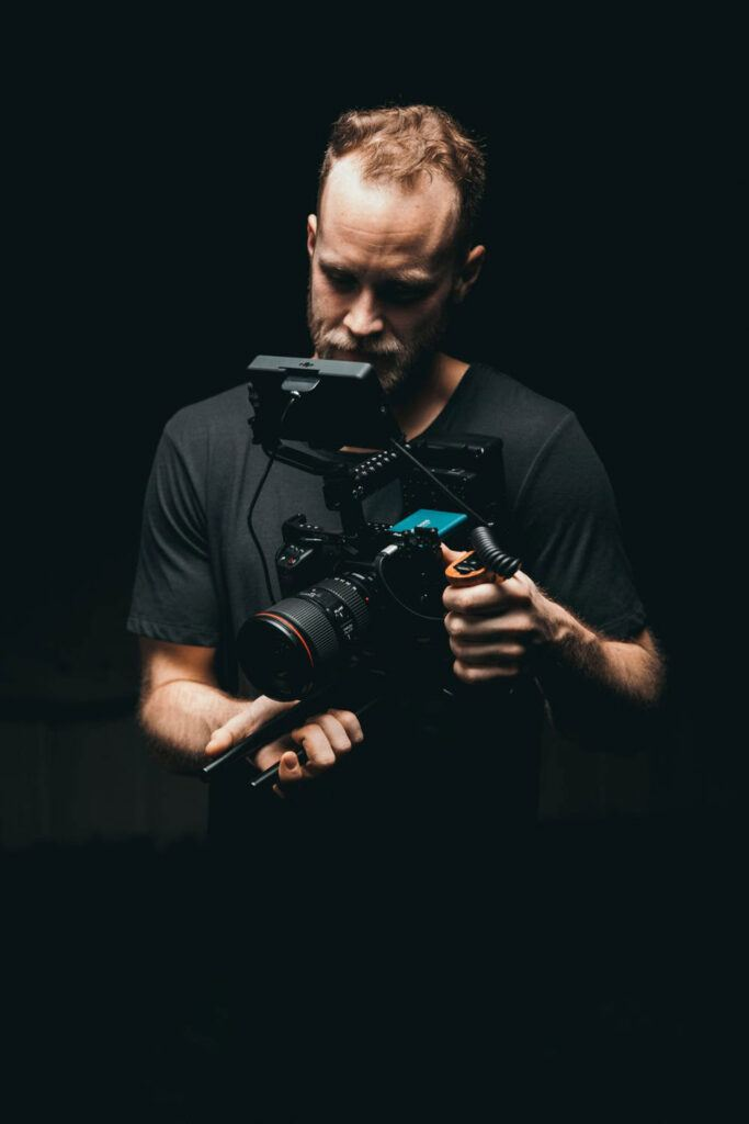 pexels-photo-3379933-683x1024 Cómo ganar DINERO con la FOTOGRAFÍA [2021]